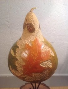 pyrography-artist-lucette-jones-demonstrating-at-the-toledo-woodcraft-store-toledo