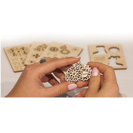View a Larger Image of U-Fidget Gearsmas Ornaments Assembly Kit