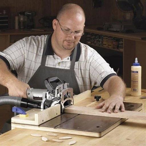View a Larger Image of Woodworking Project Paper Plan to Build Accurate-Alignment Biscuit-Joiner Jig