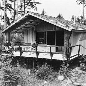 Woodworking Project Paper Plan to Build Rigid Frame Cabin, Plan No. 370