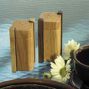 Woodworking Project Paper Plan to Build Salt & Pepper Shakers